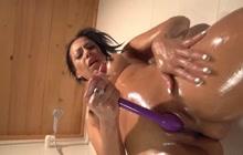 Lara Tinelli squirting under shower