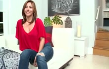 Curvy MILF Lisa is a hot Latina